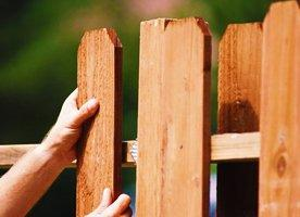 Как построить деревянный забор самому